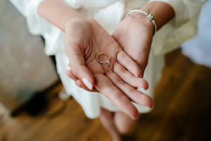 6 Rules to Avoid Breaking the Bank When Buying Engagement Rings